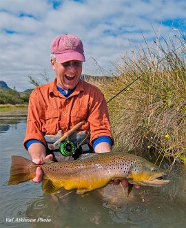 Mercer with a brown trout at El Saltamontes